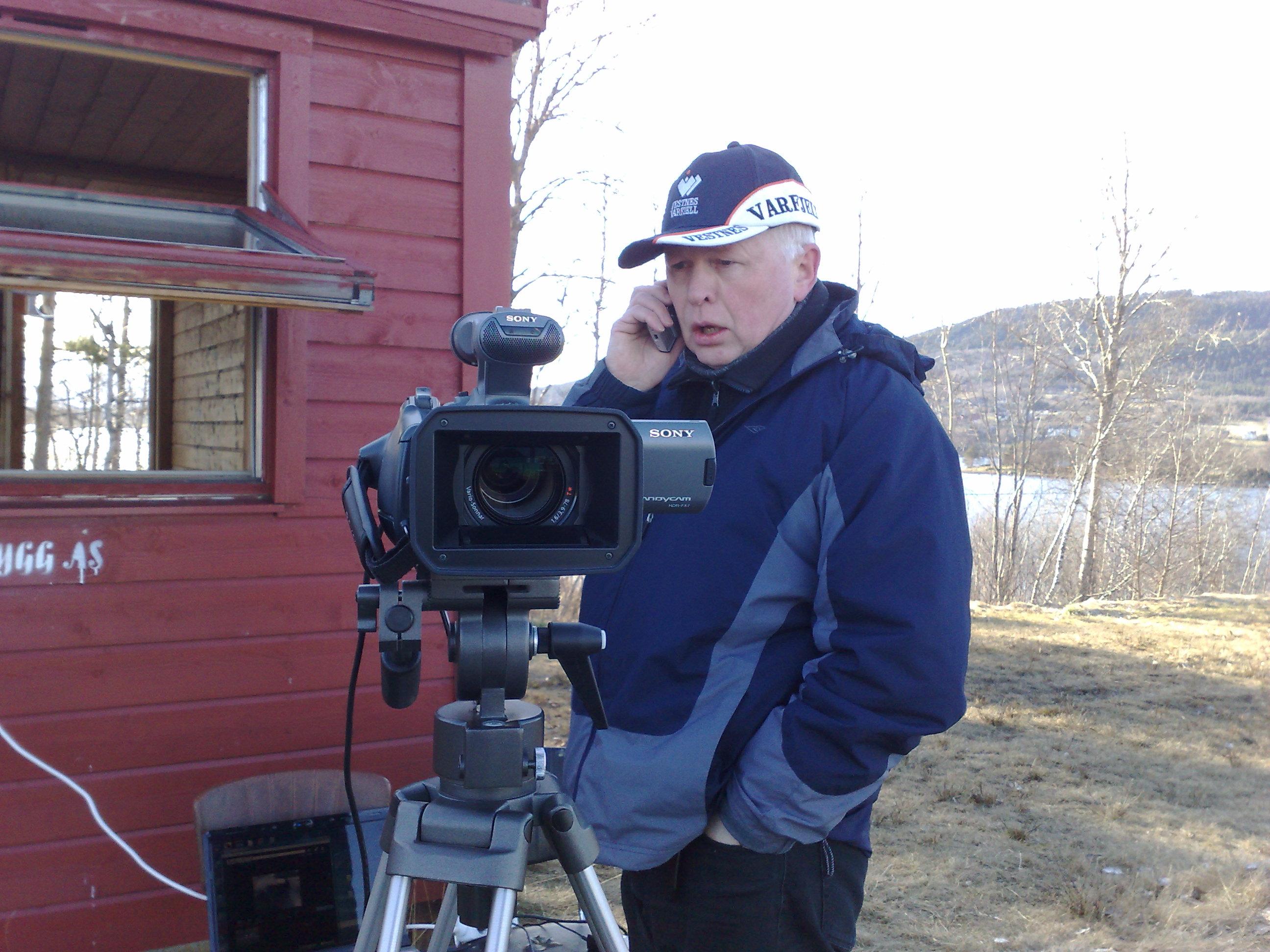 Asbjørn Vik gjer klart til direkteoverføring.