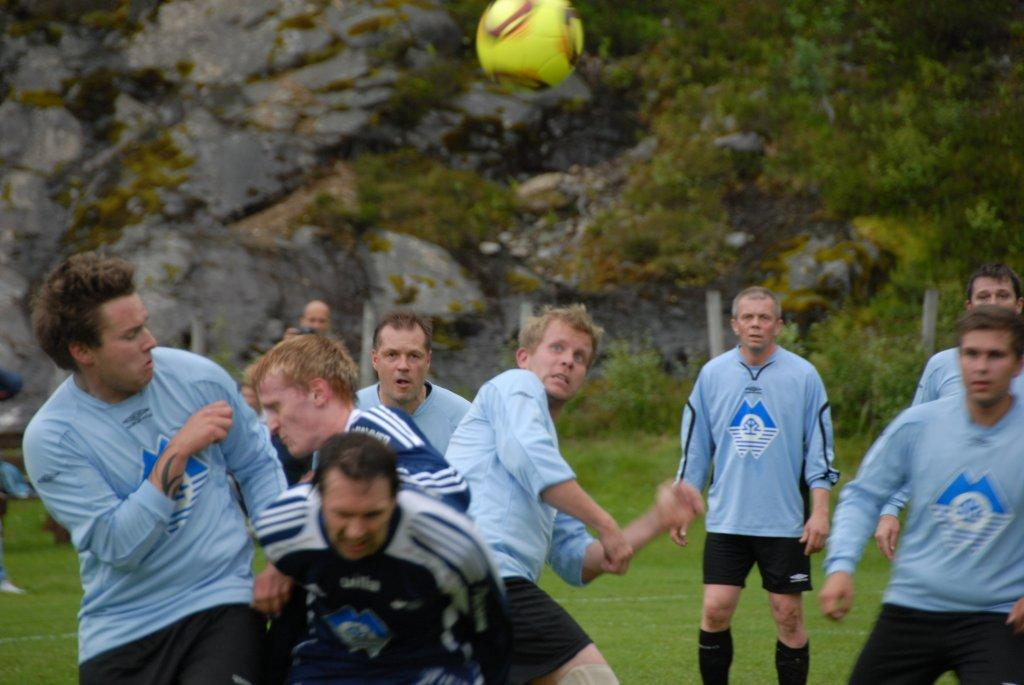 Rekdal (bak) og Rypdal Eide (foran) var frontfigurar på kvart sitt lag.