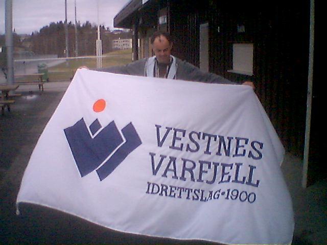 Geir Åge Sylte med klubbflagget